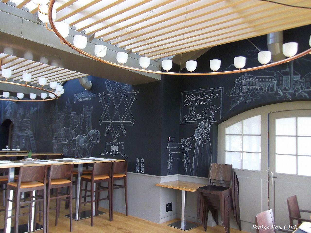 壁面黒板にはビールにちなんだ絵が描かれておりとっても素敵です