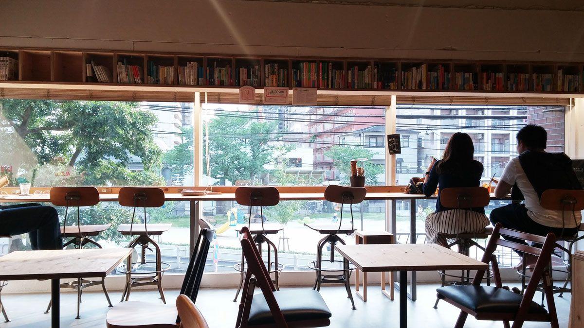 明るく開放的な窓からの心地よい光が空間を照らしてくれます